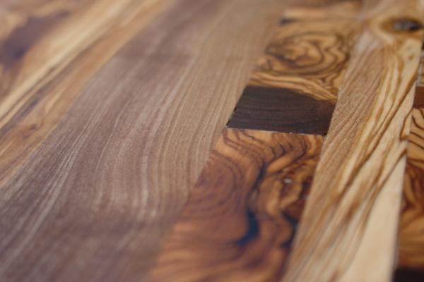 piso elaborado con madera de olivo
