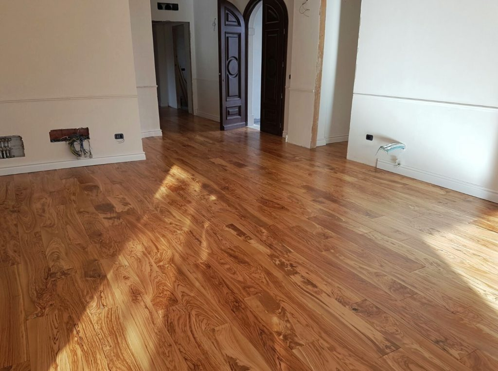 suelo de tarima con madera de olivo